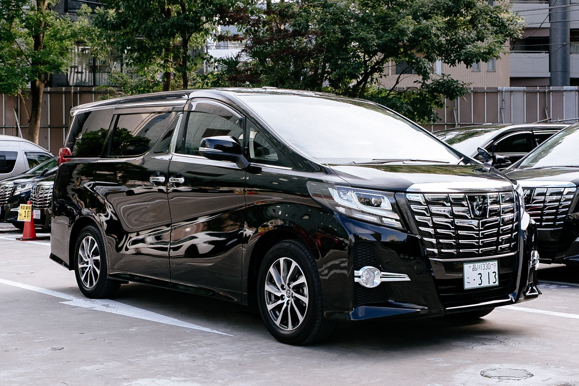 Kansai Chauffeured Airport Transfer Tour Package Toyota Alphard