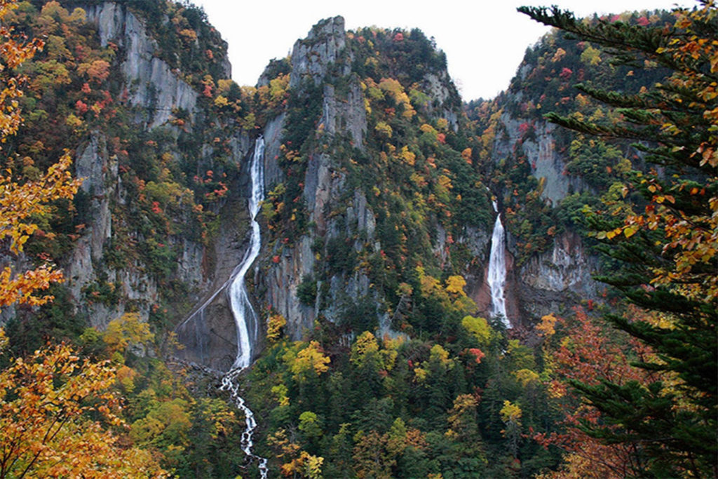 Waterfall of Ginga Autumn in Sounkyo Private Package Tour