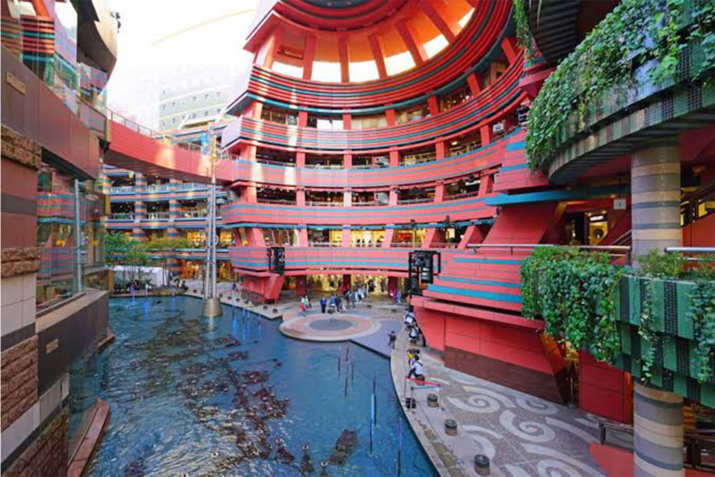 Canal City Kawachi Wisteria Tunnel Private Package Tour